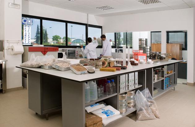 Laboratorio analisi ditta Pesaresi - Rimini