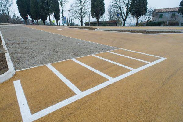 Asfalto colorato parcheggio