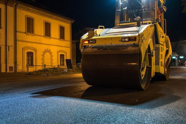 Rimini via Marecchiese - asfalto Rullo Compressore